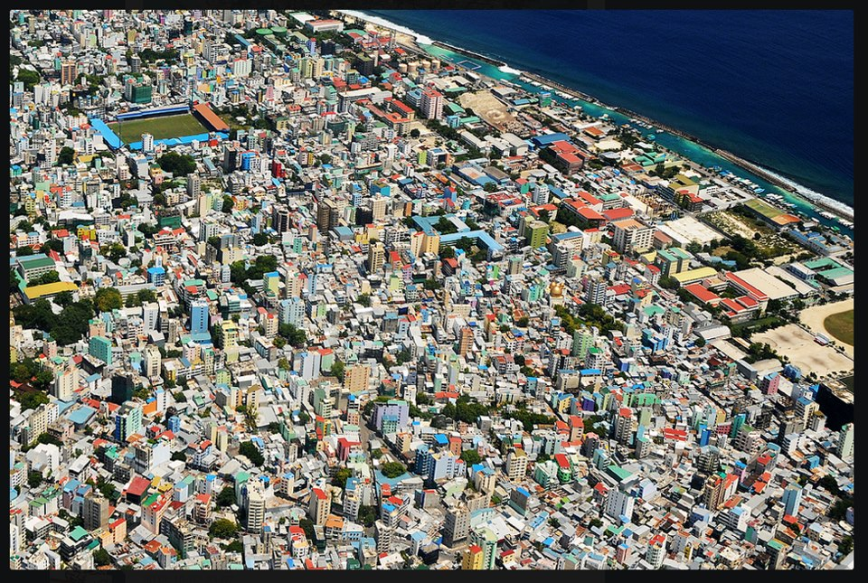 http://picload.files.wordpress.com/2012/10/the-congested-capital-city-of-maldives.jpg