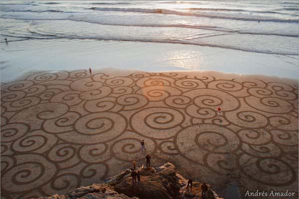MindBLOWN-A-Single-Rake-To-The-Beach-Andres-Amador's-ArtScape1