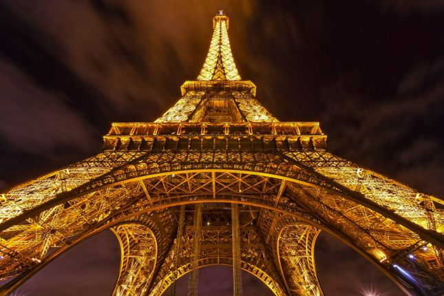 29-Photos-That-Will-Inspire-You-To-Travel-night-lights-Eiffel-Tower-paris-france