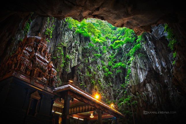 29-Photos-That-Will-Inspire-You-To-Travel-Temples-In-Batu-Caves-Malaysia