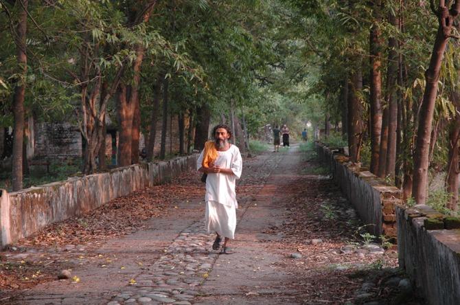 https://picload.files.wordpress.com/2015/07/routeindia-theashramthebeatlesandthewhitealbum.jpg
