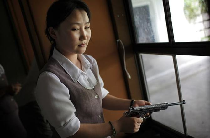 north-korean-woman-with-gun