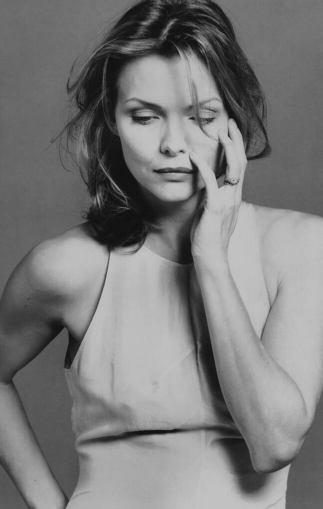 HotGlamorousWomenOnEarth-Michelle-Pfeiffer