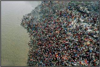 LargestPeopleGatheringInTheWorld-Kumbh-Mela--Haridwar-INDIA1
