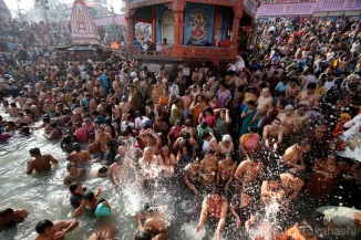 LargestPeopleGatheringInTheWorld-Kumbh-Mela--Haridwar-INDIA3