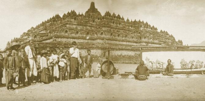 Borobudur-CenterOfTheUniverseAnOldPicture
