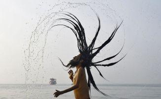 Sadhu-HinduHolyManGangesINDIA