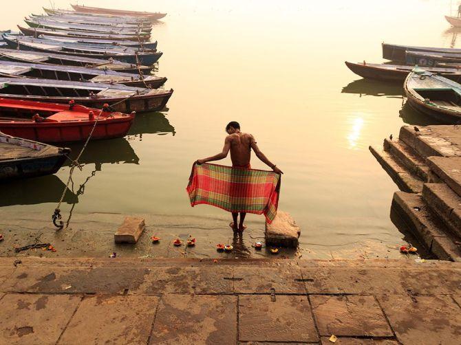 SacredSwim-Dashashwamedh-Ghat-Varanasi-India